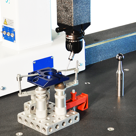 Hand-held measuring machine with clamping system